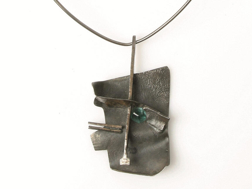 Ole Bent Petersen: Necklace of silver with pendant, set with faceted green tourmaline.