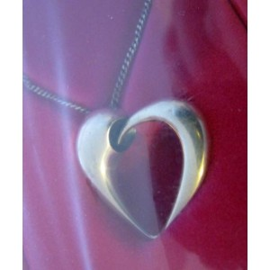 Karim Rashid for Georg Jensen: HEART pendant of the YEAR 2006 limited + chain