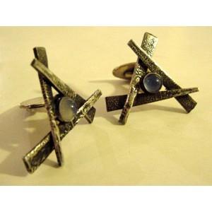 Brd. B: triangle sticks with quartzite cabochon